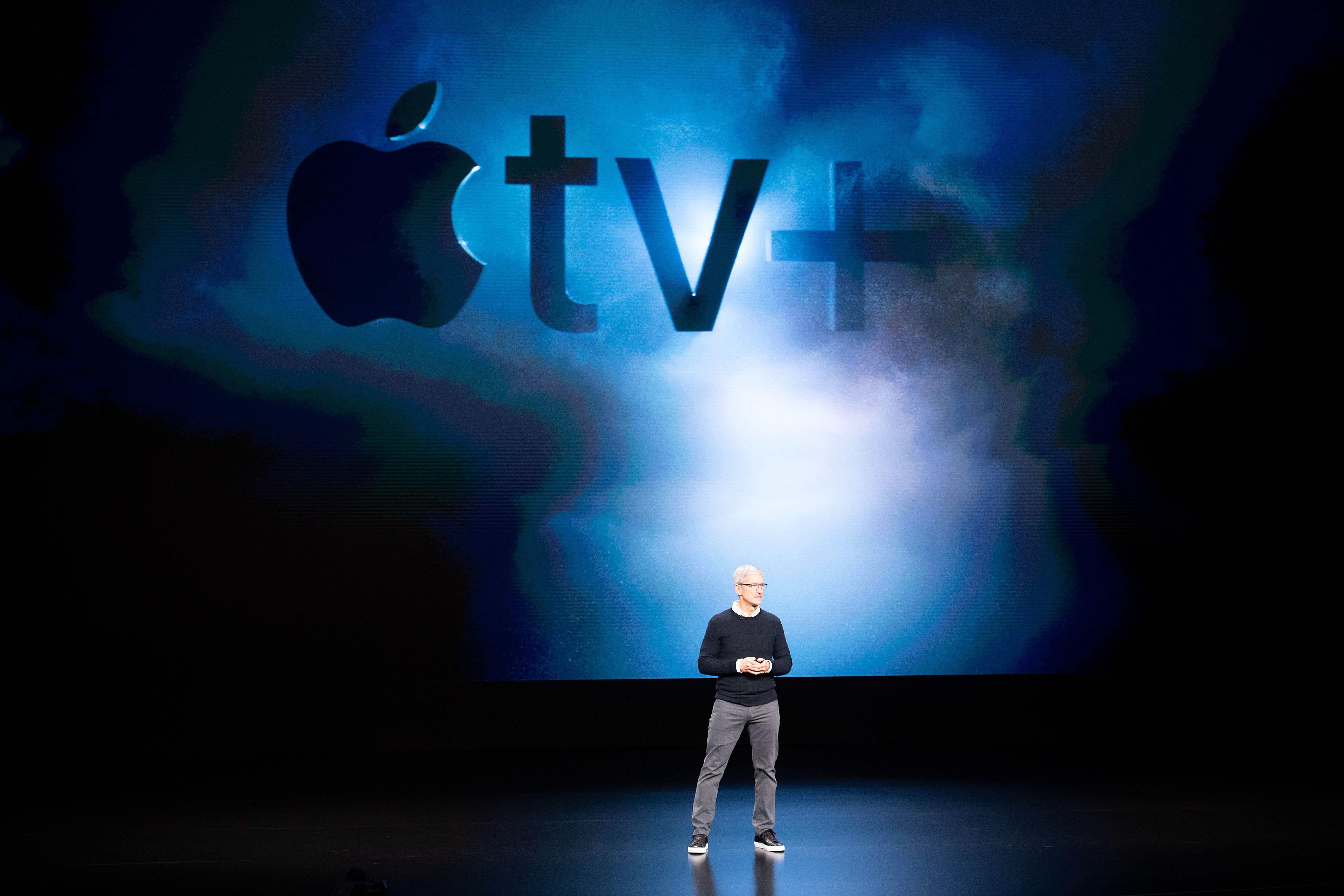 "Tim Cook presenta el servicio de ""streaming"" , ""Apple tv+"", con el que Apple busca competir en la industria del contenido bajo demanda. (Foto Prensa Libre: AFP)"