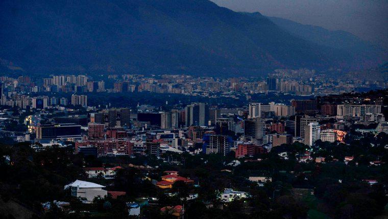 Vista de Caracas, que ha sido escenario de un histórico apagón. (Foto Prensa Libre: AFP)