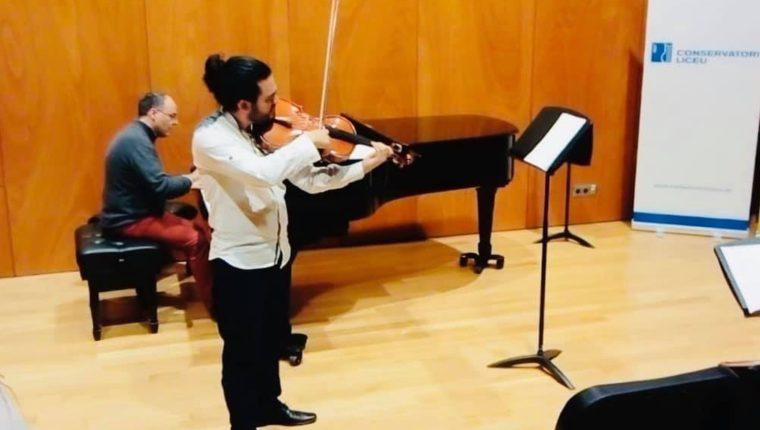 En el 2018 el  músico quetzalteco viajó a España en donde ahora estudia una Maestría. (Foto Prensa Libre: Cortesía)