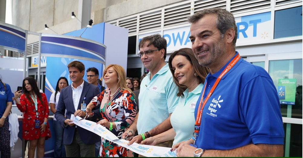 Directivos de Walmart inauguran la octava edición de Expo Walmart en Costa Rica