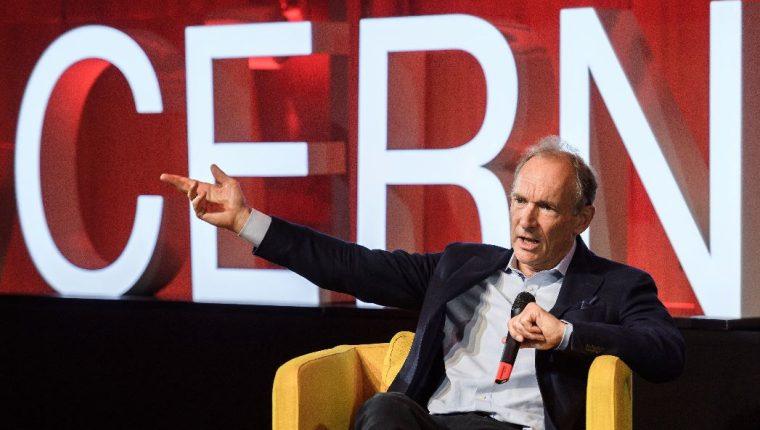 El padre de la Web, Tim Berners-Lee, dio un discurso durante un evento para celebrar el 30 aniversario de la World Wide Web, en el Centro Europeo de Física de Partículas, CERN  (Foto Prensa Libre: EFE)