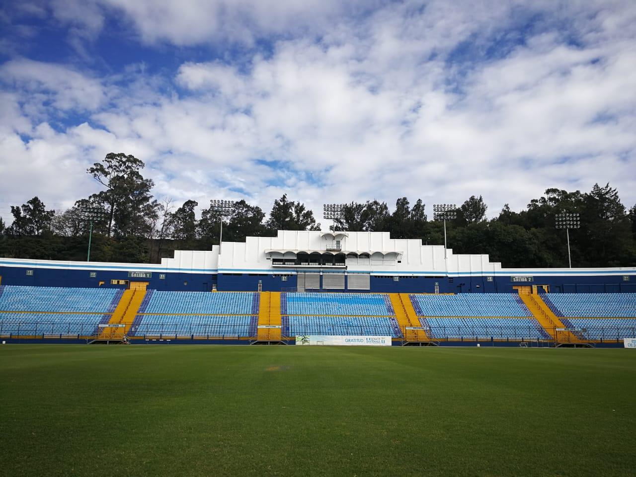 El estadio Doroteo Guamuch Flores se vestirá de gala el 3 de abril para el clásico Comunicaciones vs Municipal. (Foto Prensa Libre: Jorge Ovalle)