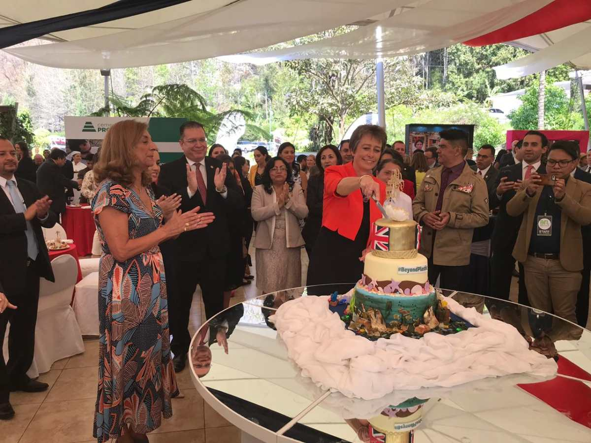 Embajadora de Reino Unido resalta importancia de libertad de prensa en Guatemala