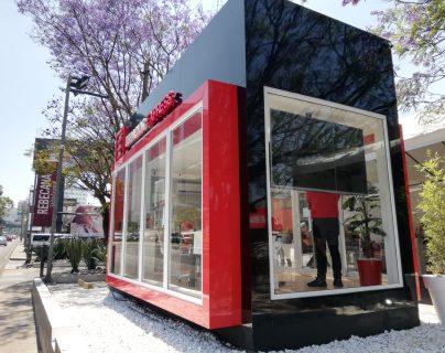 Contenedor de 20 pies de largo acomodado para sala de ventas.(Foto Prensa Libre: José Patzán)