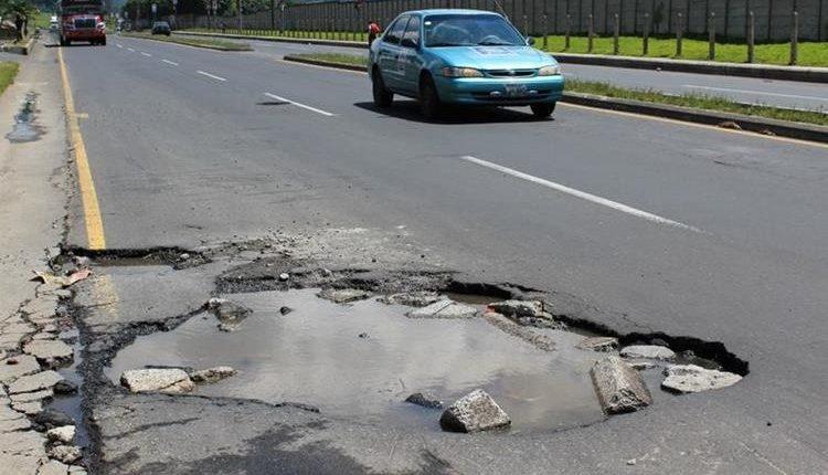 Una parte de los eurobonos se destinará para la recuperación de red vial que lleva a cabo la Dirección General de Caminos. (Foto Prensa Libre: Hemeroteca)
