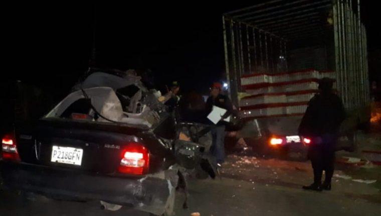 En el percance ocurrido en Quetzaltenango fallecieron tres personas. (Foto Prensa Libre: Bomberos Municipales Departamentales)