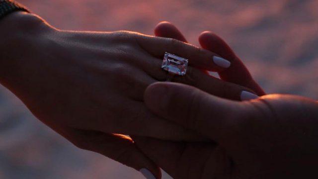 La cantante y actriz Jennifer López y el deportista Alex Rodríguez ya están comprometidos para contraer matrimonio.  (Foto Prensa Libre: Instagram)