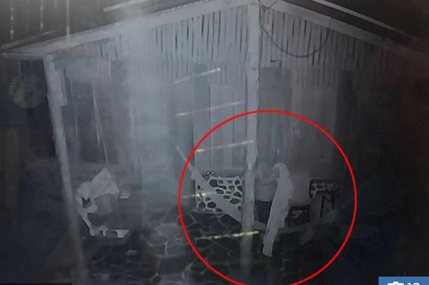 Imágen de uno de los últimos momentos de Shaw captados por una cámara del hotel en que se hospedó, y publicada por The Sun (Tomada de thesun.com.uk)