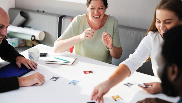 ¿Qué tal unos juegos para sentirse mejor en el trabajo? (Foto Prensa Libre: Pexels / servicios).