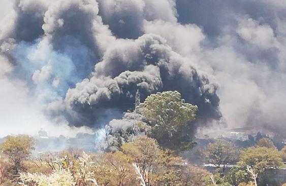 El incendio está siendo controlado por socorristas. (Foto: Bomberos Voluntarios)