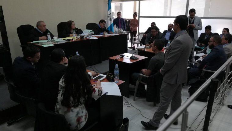 El cajero Julio Leonardo Díaz Mejía declaró como testigo en el caso Botín en el Registro de la Propiedad. (Foto Prensa Libre: Kenneth Monzón)