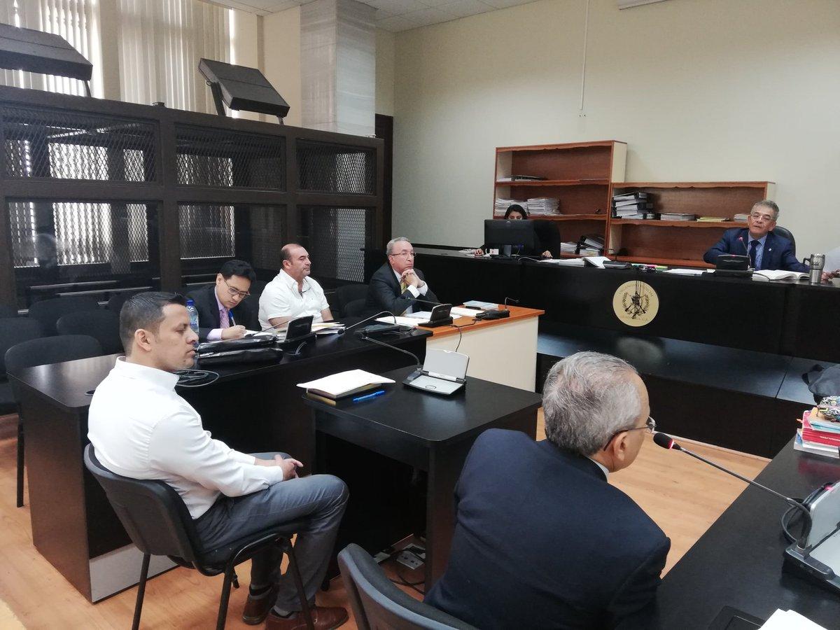 El juez Miguel Gálvez otorgó arresto domiciliario a Byron Izquierdo y Delfino Morataya. (Foto Prensa Libre: Kenneth Monzón)