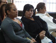 La nicaraguense Marta Luz (centro) está señalada por la Fiscalía de liderar la estructura. (Foto Prensa Libre: Carlos Hernández)