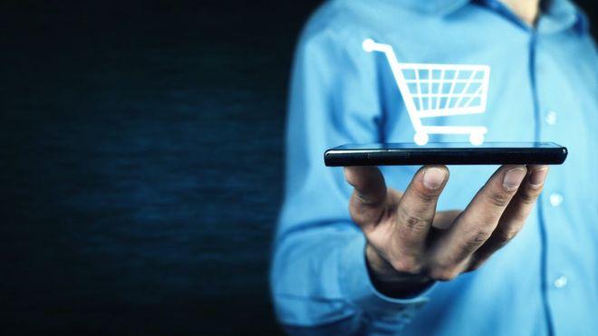 ¿Qué tipo de cosas compras a través del celular? La respuesta puede ser importante para tu economía. GETTY IMAGES