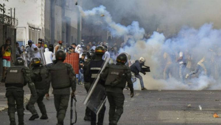 Las protestas contra el régimen de Nicolás Maduro han sido reprimidas en Venezuela. (Foto: AFP)