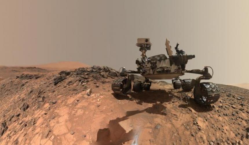 El robor Curiosity rastrea el suelo marciano. (Foto: AFP)