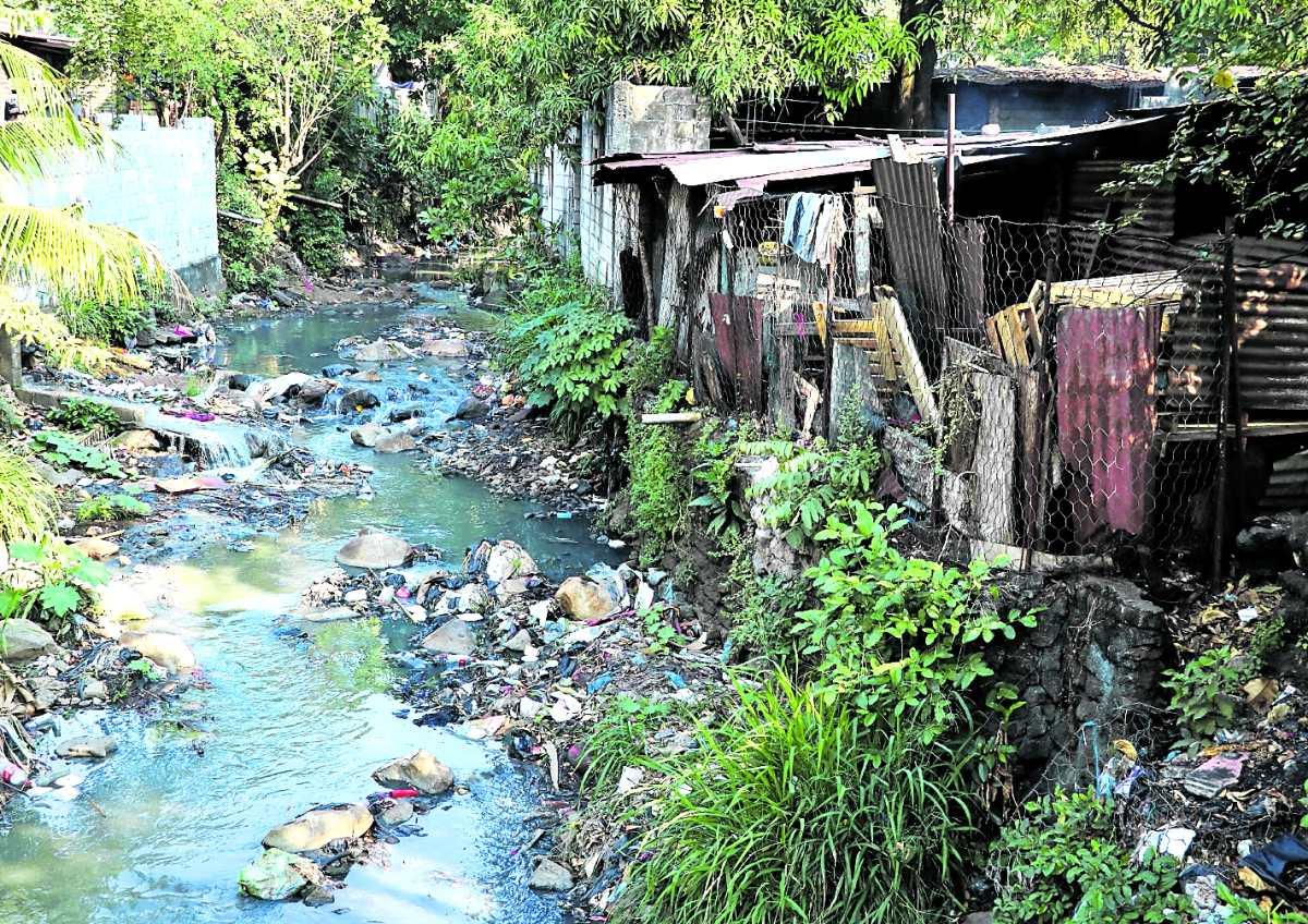 Guatemalatiene agua en abundancia, pero está contaminada