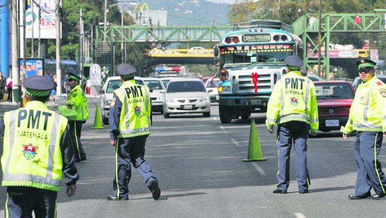 El agente es señalado de exigir Q2 mil al piloto de un bues en la zona 14.(Foto Prensa Libre: hemeroteca PL)