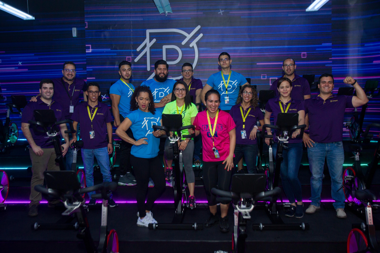 Personal administrativo y entrenadores que atenderá a los clientes en los gimnasios Dinamic Fitness