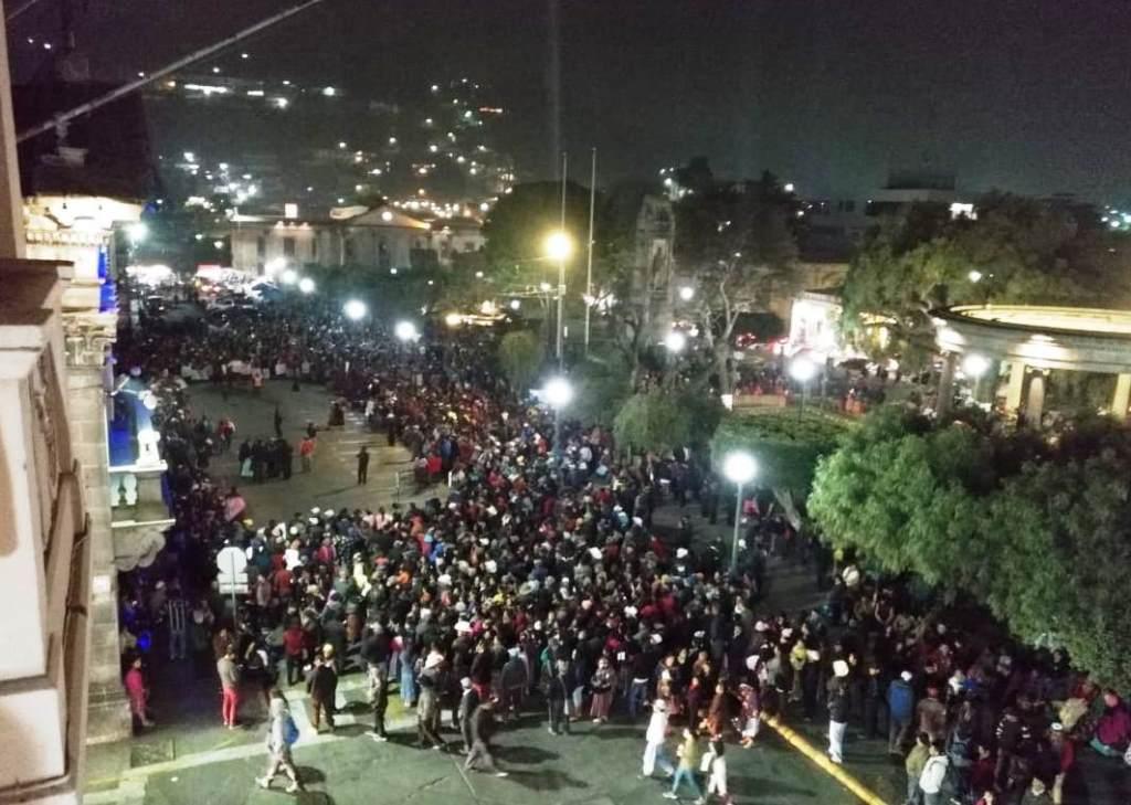 Vecinos del área rural de Quetzaltenango protestan frente a la municipalidad por inconformidades con el Plan de Ordenamiento Territorial. (Foto Prensa Libre: Ranferí García)