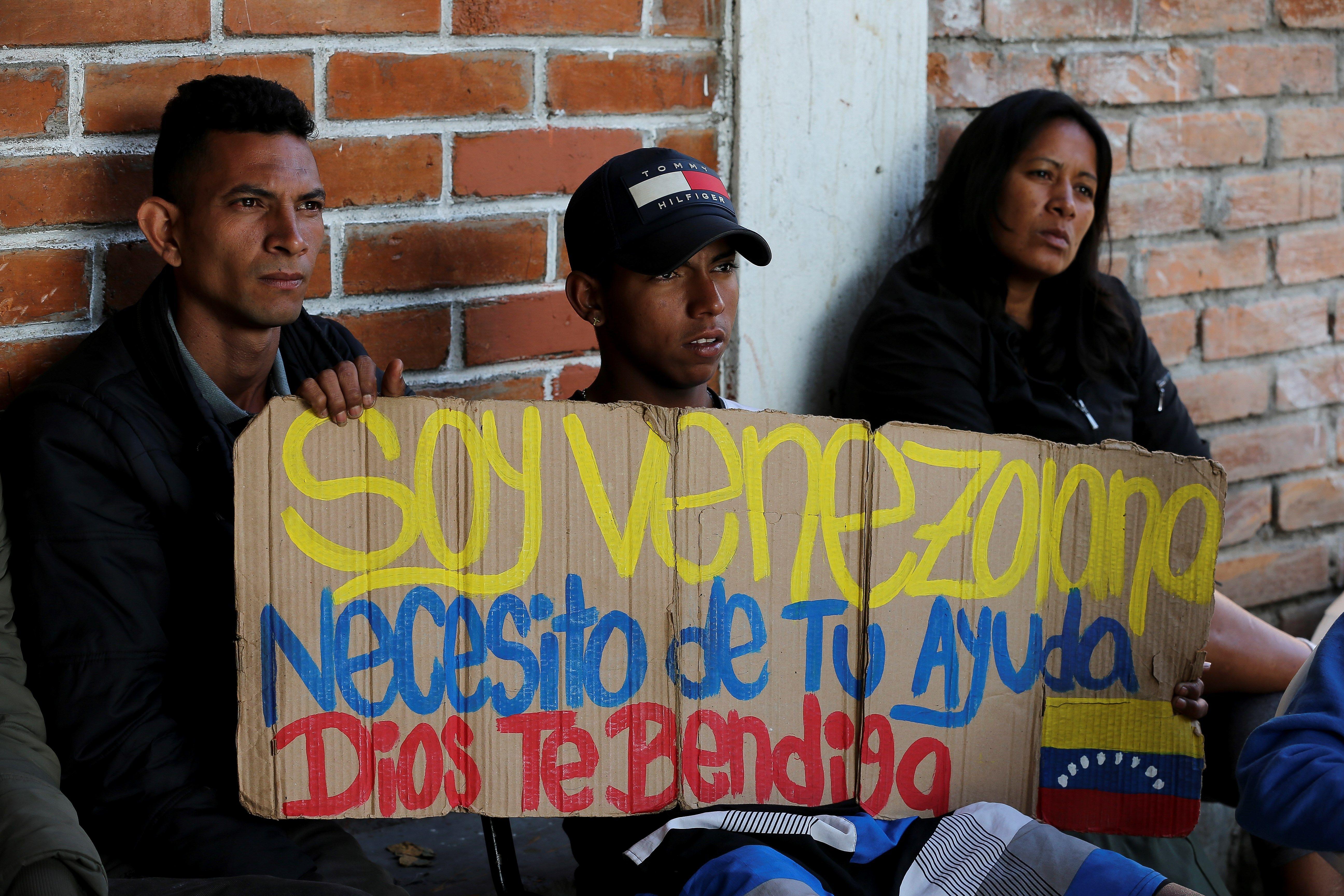 """Ciudadanos venezolanos en la casa de la ecuatoriana Carmen Carcelén, quien se ha convertido, a sus 48 años, en la """"madre coraje"""" de más de 8.000 venezolanos que han pasado por su casa en Ecuador."""