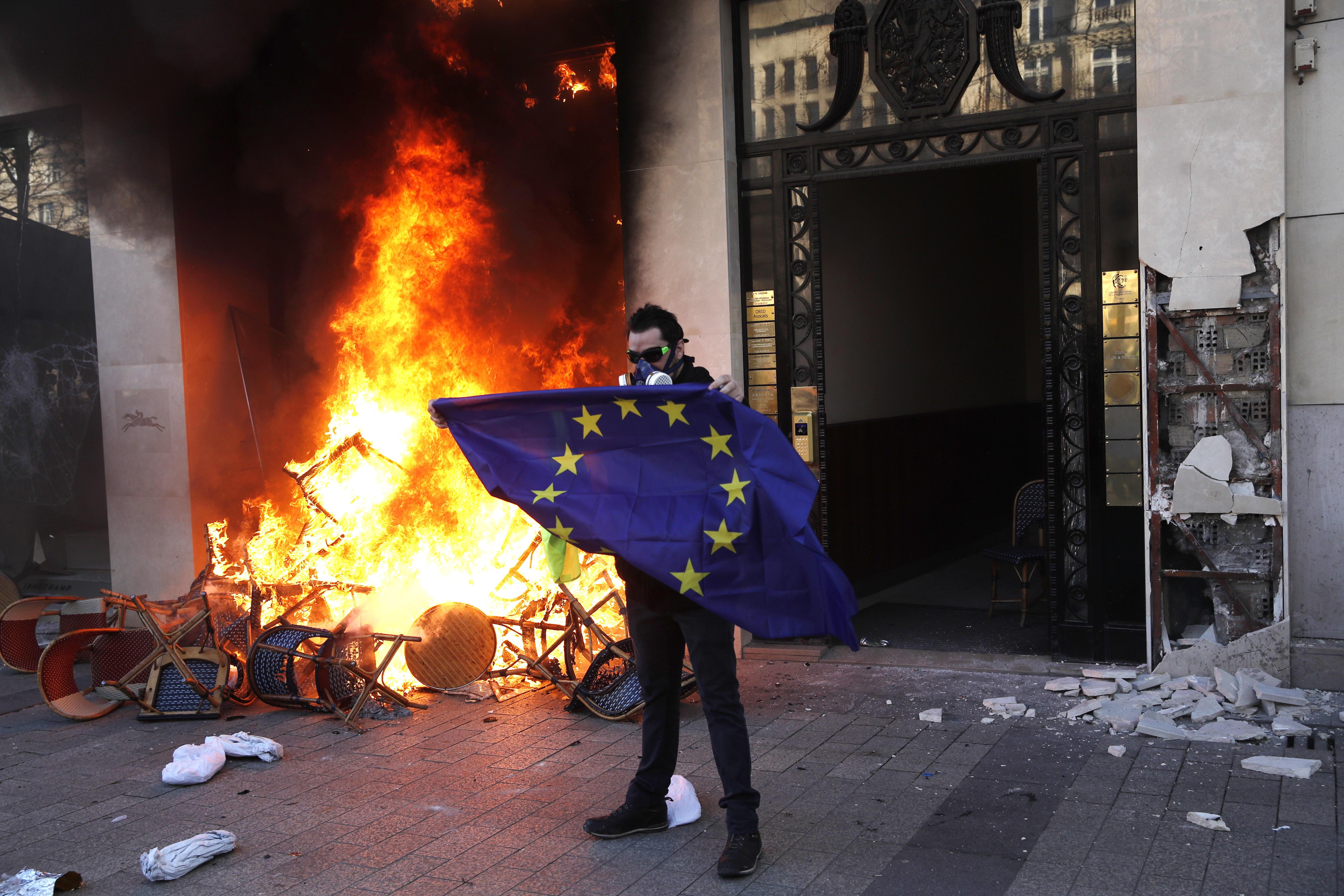 Varios disturbios se reportaron en Francia durante la protesta de los Chalecos Amarillos
