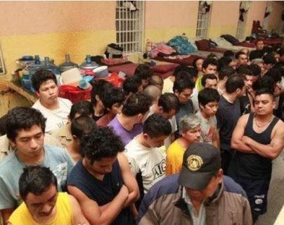 Los congresistas buscan crear una norma que ayude a descongestionar el sistema penitenciario. (Foto Prensa Libre: Carlos Álvarez)