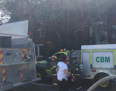Incendio afecta edificio en la zona 15, se reportan varios intoxicados