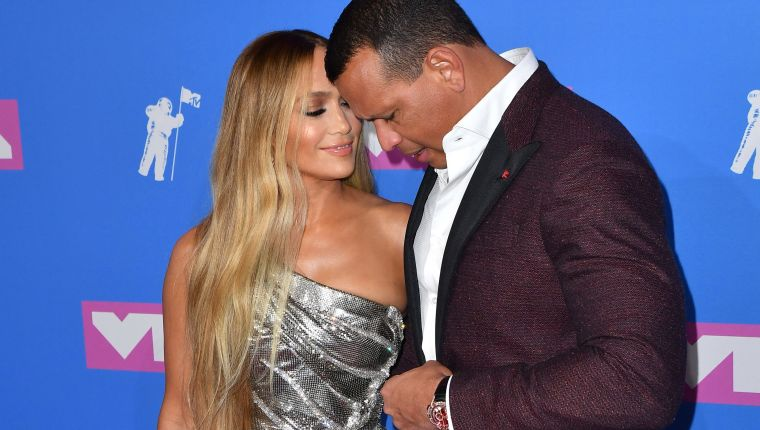 (FILES) In this file photo taken on August 20, 2018 US singer Jennifer Lopez (L) and former US baseball player Alex Rodriguez attend the 2018 MTV Video Music Awards at Radio City Music Hall in New York City. - After two years of dating, former New York Yankees Alex Rodriguez and singer/actress Jennifer Lopez are engaged to be married. On March 9, 2019 Lopez posted on Instagram the romantic picture of both their hands in the Bahamas sunset, she is wearing a huge diamond ring. (Photo by ANGELA WEISS / AFP)
