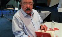 Joaquín Orellana presenta el libro La muerte del General y otros relatos en una ceremonia en el Centro Cultural Miguel Ángel Asturias.  (Foto Prensa Libre: Ingrid Reyes)