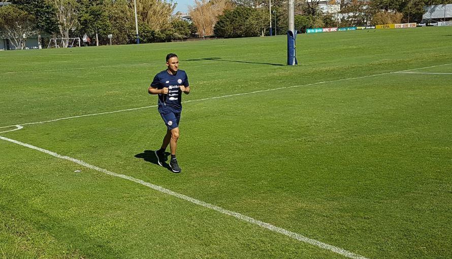 Keylor Navas durante el entrenamiento de este lunes con la Selección de Costa Rica. (Foto La Nación).