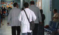 Desde el 2011 se congeló el la pensión por vejez para los médicos mayores de 65 años, en el Colegio de Médicos y Cirujanos de Guatemala. (Foto Prensa Libre: Hemeroteca PL)