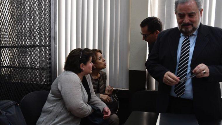 Paulina Paiz y Olga Méndez, quienes tenían puestos gerenciales en Novaservicios, S.A., fueron favorecidas después de su colaboración. (Foto Prensa Libre: Kenneth Monzón)