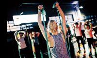 Los expertos en salud y ejercicio recomiendan hacer al menos 35 minutos diarios de ejercicio. No tienen que ser rutinas extenuantes, sino actividades físicas que disfrute y que pueda llevar a cabo de manera continua. (Foto Prensa Libre: Geert Pieters / Unsplash)