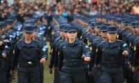 Mujeres están entre las reclutas para graduarse como agentes de la Policía Nacional Civil. (Foto Prensa Libre: Hemeroteca PL)