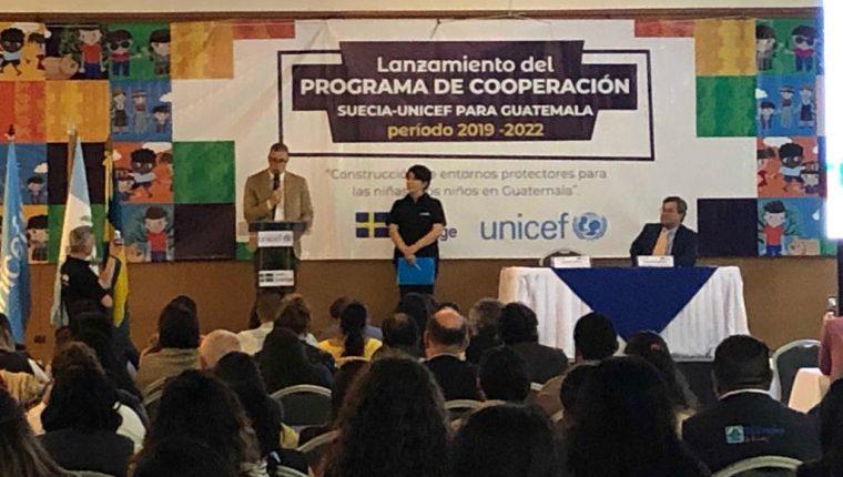 Los representantes de Unicef y del gobierno de Suecia participaron en el lanzamiento del programa ¨Construccion de entornos protectores para las niñas y niños en Guatemala. (Foto Prensa Libre: Cortesía Unicef)