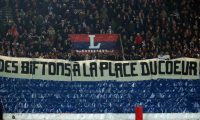 Paris (France), 17/03/2019.- Paris Saint-Germain supporters roll out a banner reading 'bill instead of a heart' prior to the French Ligue 1 soccer match between Paris Saint-Germain (PSG) and Olympique Marseille at the Parc des Princes stadium in Paris, France, 17 March 2019. (Francia, Marsella) EFE/EPA/YOAN VALAT