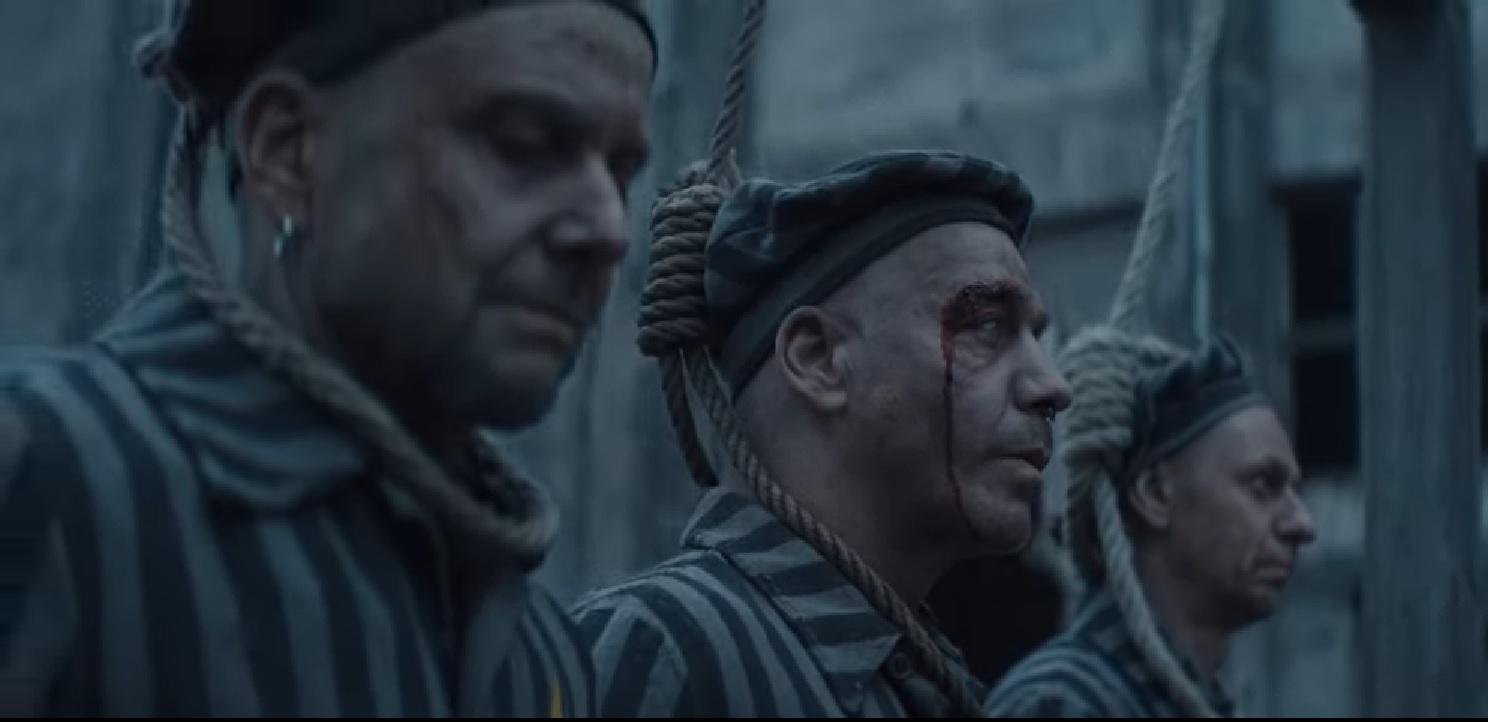 En el tráiler publicado por Ramstein, sus integrantes aparecen caracterizados como prisioneros de un campo de concentración Nazi. (Foto Prensa Libre: YouTube)