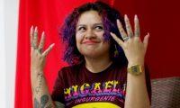 """GRAF246. CIUDAD DE GUATEMALA (GUATEMALA), 07/03/2019.- La rapera y feminista Rebeca Lane durante una entrevista con la Agencia EFE en la que cuenta lo que es ser mujer y feminista en un país como Guatemala. Donde no puedes caminar por la calle sin que haya """"20 hombres gritándote cosas"""". Y menos cuando cae sol: la noche es un espacio """"vetado"""" para ellas. EFE/Esteban Biba"""