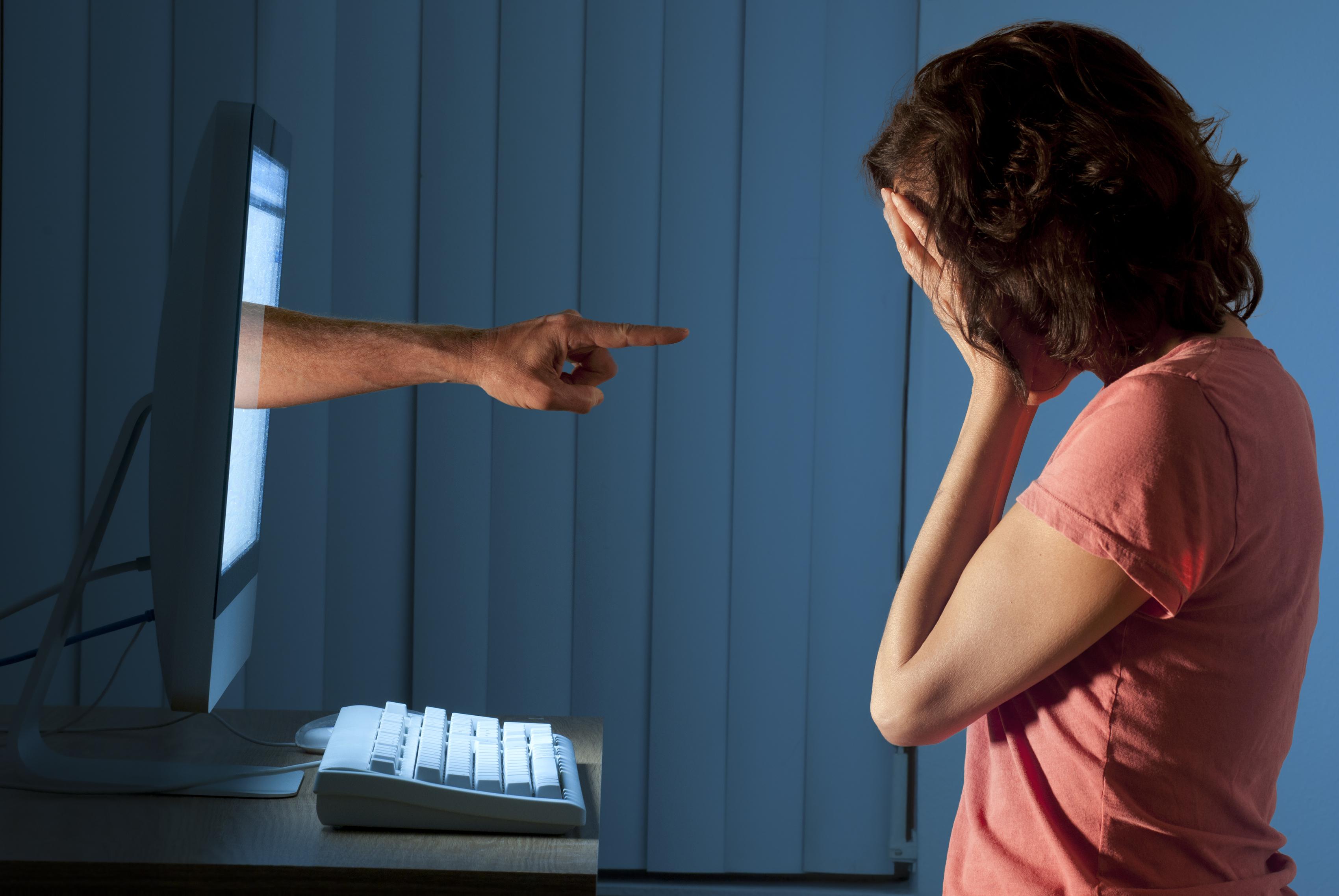 Existen usuarios de redes sociales que disfrutan hacer comentarios ofensivos y publicaciones que incitan al odio, la discriminación o la burla. Se les conoce como Trols. (Foto Prensa Libre: Servicios)