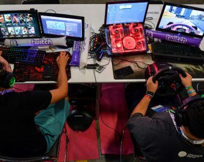 Las grandes plataformas buscan persuadir a los usuarios de la tecnología. Foto Prensa Libre AFP.