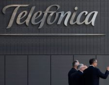 La Superintendencia de Competencia analizará si Telefónica en El Salvador podrá finalizar la venta de sus activos. (Foto Prensa Libre: AP)