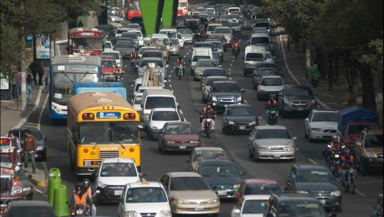 El tráfico en la ciudad es un tema que, según automovilistas, requiere de atención urgente. (Foto Hemeroteca PL)