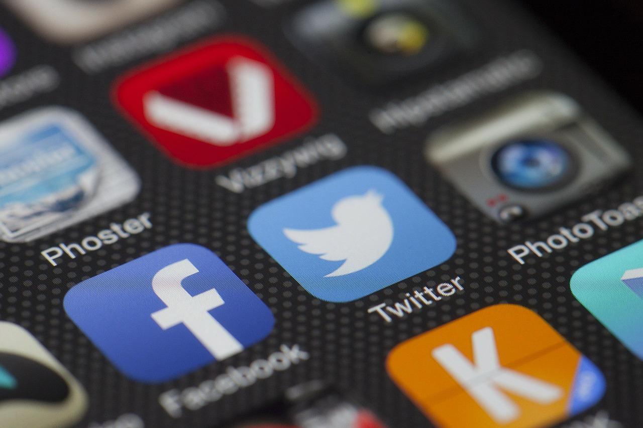 Twitter ha advertido a sus usuarios sobre una broma que los invita a cambiar el año de nacimiento en su perfil porque podría causar la cancelación de su cuenta. (Foto Prensa Libre: Pixabay)