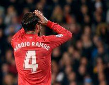 Sergio Ramos estará fuera de actividad  cerca de quince días. (Foto Prensa Libre: AFP)