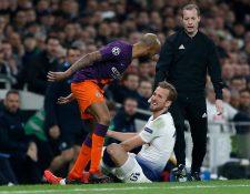 Harry Kane se lesionó durante el partido de ira entre el Tottenham y el Manchester City. (Foto Prensa Libre: AFP)
