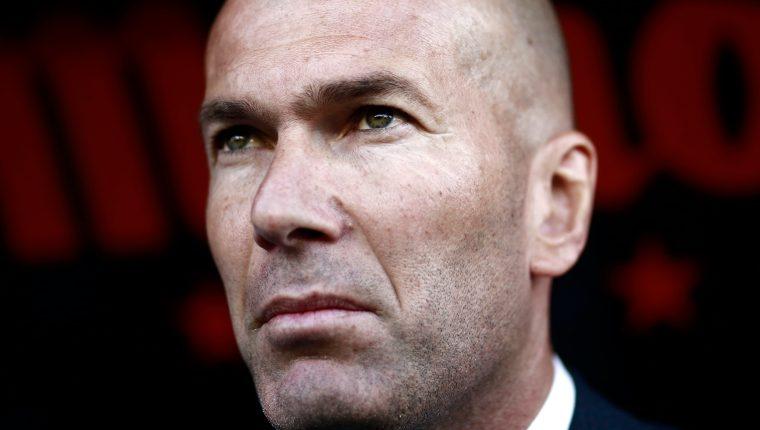 Zinedine Zidane se mostró desconsolado después de la derrota del Real Madrid contra el Rayo Vallecano. (Foto Prensa Libre: AFP)