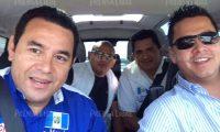 """Marvin Mérida, al frente y derecha, fue funcionario de Jimmy Morales como """"embajador"""" para atender temas migratorios. (Foto Prensa Libre: Hemeroteca PL)"""