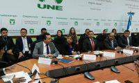 Autoridades del Ministerio de Gobernación, Cancillería y la SAAS acuden a una citación en el Congreso. (Foto Prensa Libre: Carlos Álvarez)