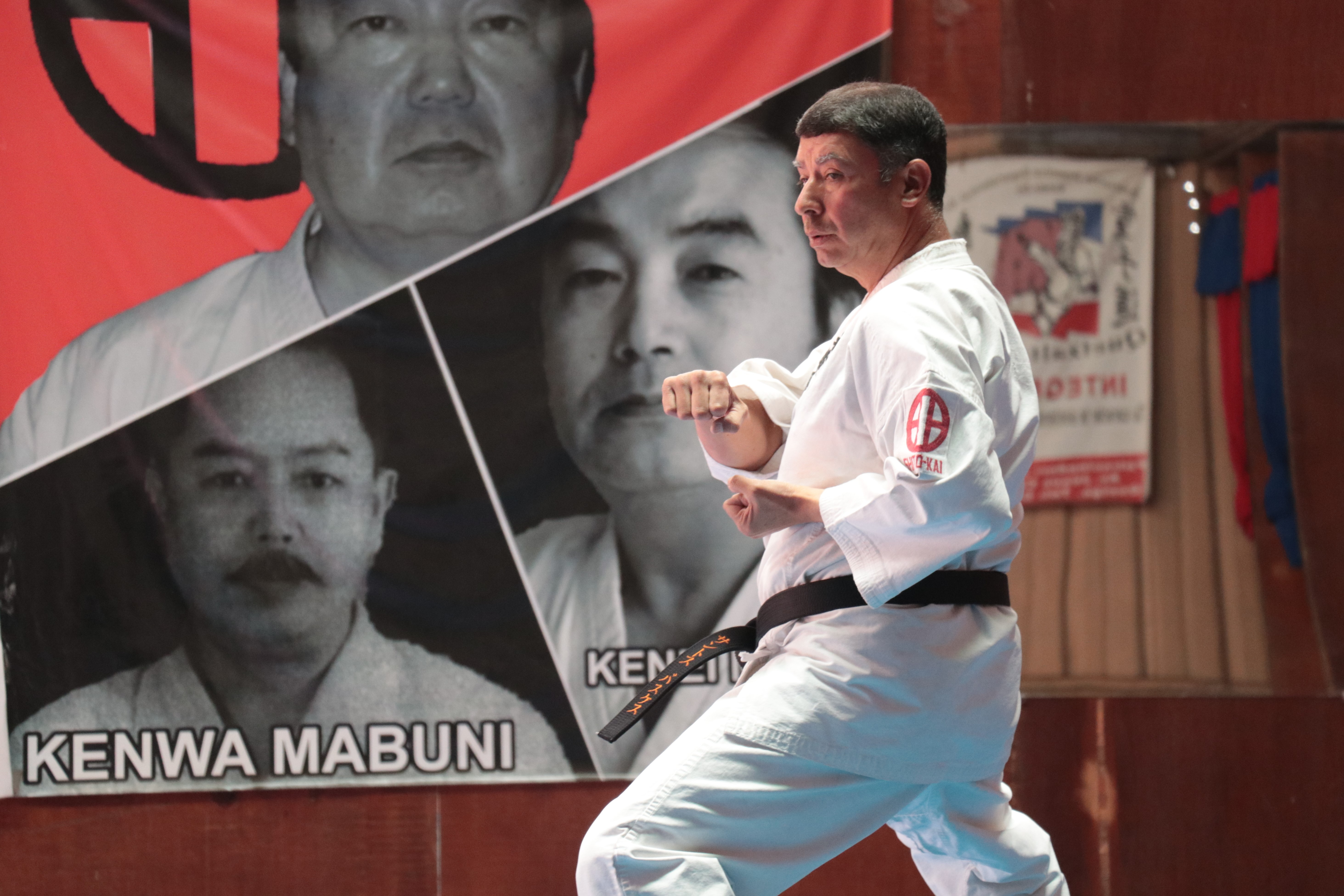 Santos Vásquez, trabaja en la Asociación Departamental de Karate para preparar a las selecciones que representarán a Quetzaltenango. (Foto Prensa Libre: Raúl Juárez)